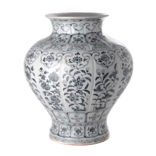 Teardrop vase flower blue white